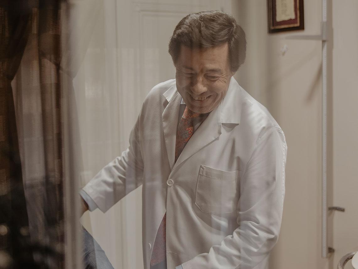 El reumatólogo cordobés Dr. Miguel Angel Caracuel, elegido dentro de los 50 mejores médicos de España